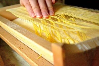 Pasta-guitar - Traditionel pastamaskine fra Abruzzo