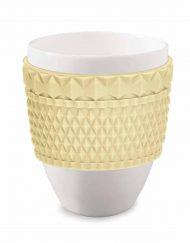 Stort kaffekrus i porcelæn med gul silikone
