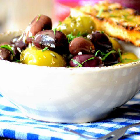 Snack-skål i cremefarvet lertøj